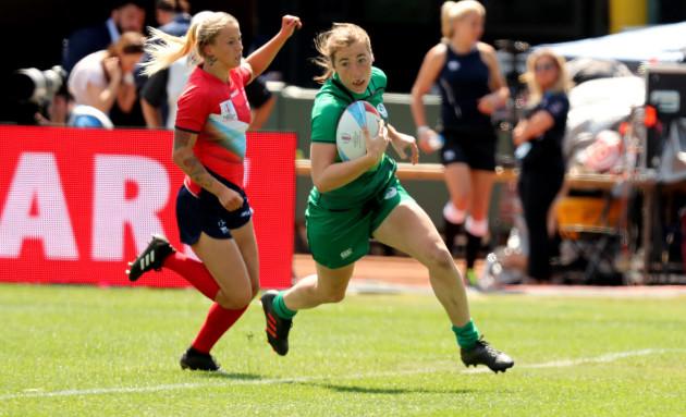 irelands-eve-higgins-runs-in-to-score-a-try