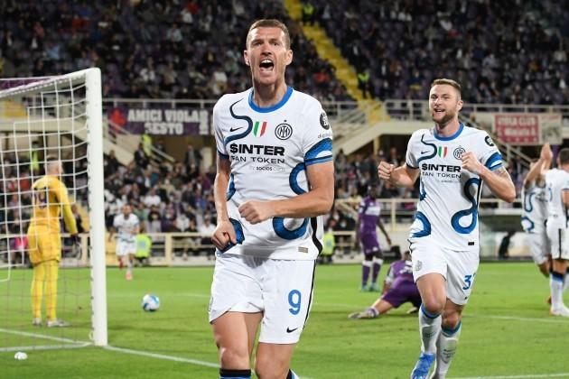 artemio-franchi-stadium-florence-italy-21st-sep-2021-serie-a-championship-football-ac-fiorentina-versus-inter-milan-edin-dzeko-of-fc-internazionale-celebrates-after-scoring-the-goal-for-1-2-cre