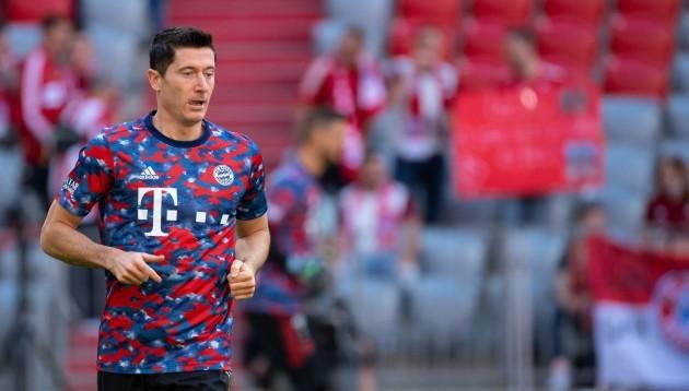 munich-germany-18th-sep-2021-football-bundesliga-bayern-munich-vfl-bochum-matchday-5-at-allianz-arena-robert-lewandowski-of-munich-warms-up-credit-sven-hoppedpa-important-note-in-accor