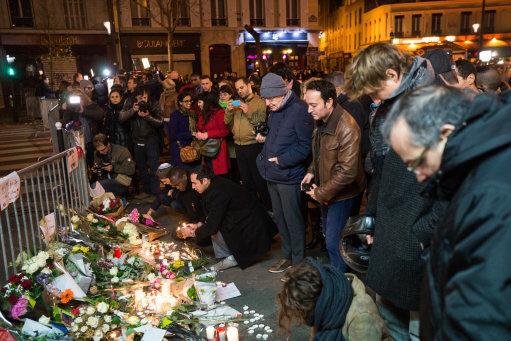 paris-attacks-aftermath-vigil-outside-le-bataclan-paris