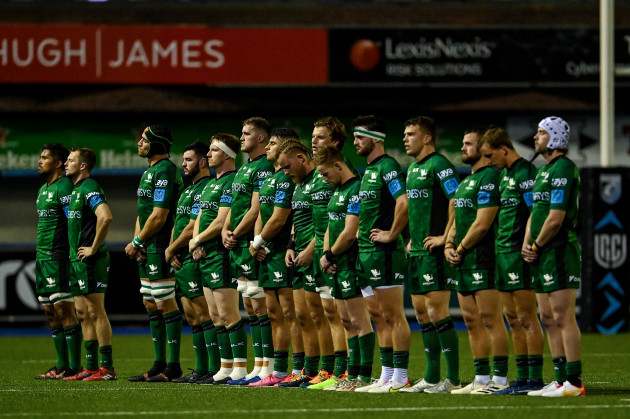 the-connacht-team-take-part-in-a-minutes-silence