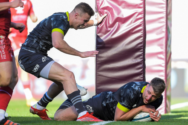 liam-coombes-celebrates-after-scoring-his-sides-fifth-try-of-the-game-with-shane-daly