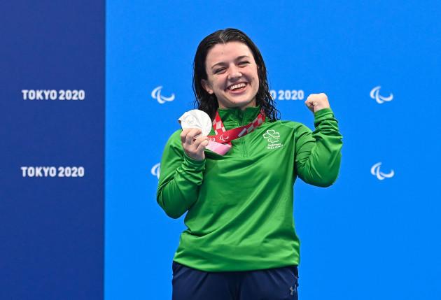 nicole-turner-celebrates-winning-a-silver-medal